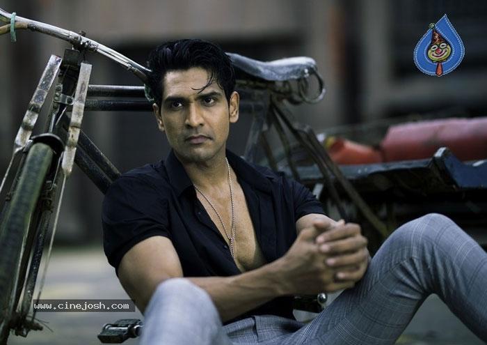shatru,actor shatru,new look,sensation  కొత్త లుక్తో సర్ప్రైజ్ చేసిన శత్రు