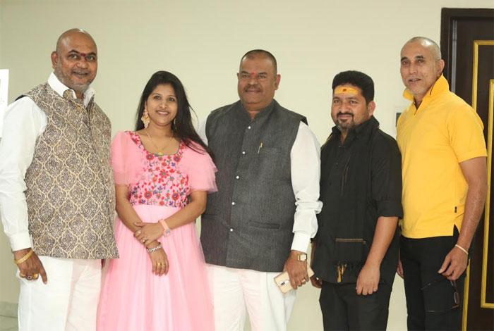 ullala ullala,singer mangli,song release,satya prakash,gururaj,kasarla syam,ullala ullala movie  'ఊల్లాల ఊల్లాల'.. మంగ్లీ పాటే హైలెట్ అంట!