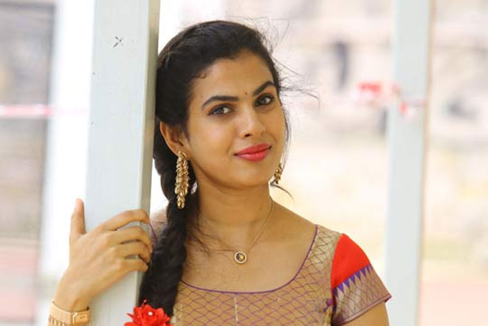 singer sravana bhargavi,vijay deverakonda,heroines,tollywood,samantha,sai pallavi  ఈ గాయనికి కూడా విజయే కావాలంట!