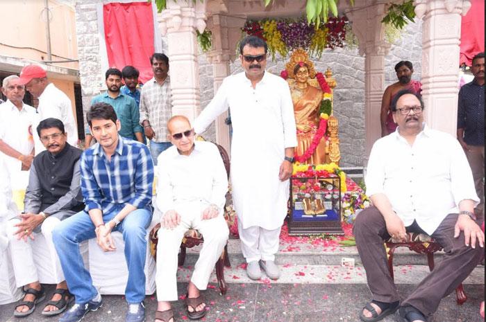 super star,krishna,inaugurates,vijaya nirmala,statue  సూపర్ స్టార్ ఆవిష్కరించిన విజయనిర్మల విగ్రహం