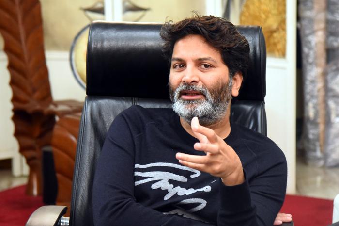 trivikram srinivas,confused,next movie,jr ntr,prabhas  ఆ ఇద్దరిలో ఎవరు.. కన్ఫూజన్లో త్రివిక్రమ్!