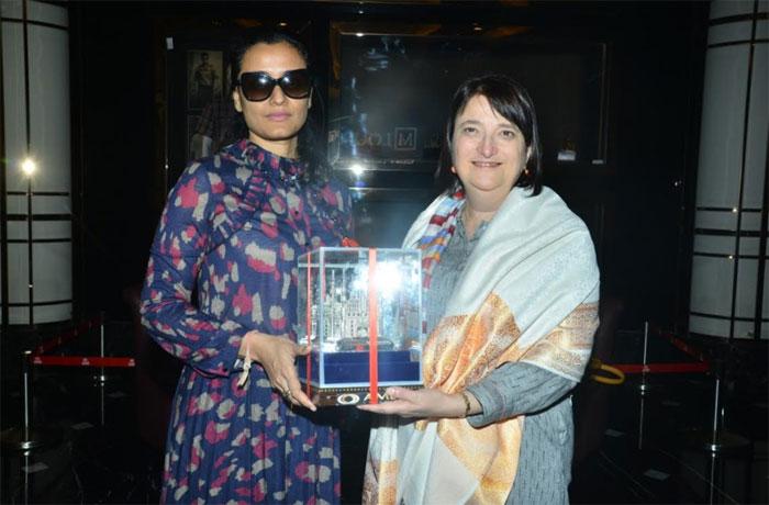 mahesh babu,namrata,supports,anti-trafficking,short films,katherine b hadda  ప్రజల్లో చైతన్యం తెచ్చే ఈ ఫిల్మ్స్కి మహేష్ సపోర్ట్!