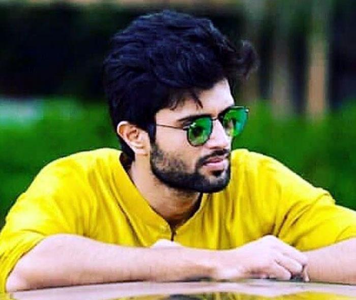 viajay devarkonda,tollywood,cinema stories,vijay fans  విజయ్ దేవరకొండలో ఎలాంటి మార్పు లేదు!!