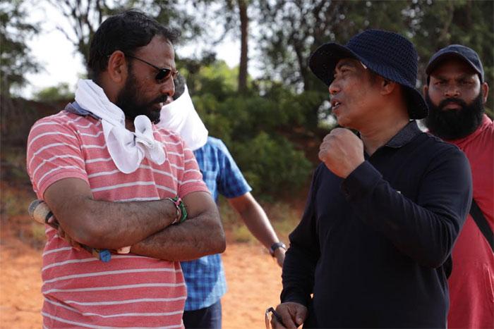 victory venkatesh,naarappa,therikaadu,red desert,shooting update  12000 ఎకరాల్లో ఫైట్ చేసిన 'నారప్ప'