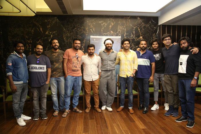 vijay deverakonda,agent sai srinivasa atreya,special show,response  'ఏజెంట్'.. నాకు బాగా నచ్చాడు: విజయ్