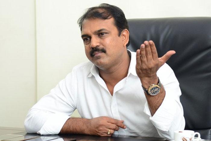 koratala siva,director,confusion,next hero,acharya,ram charan,chiranjeevi  కొరటాల శివ నెక్ట్స్ సినిమా ఎవరితో..?