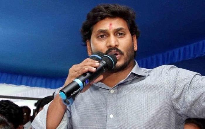 ysrcp,ys jagan,tollywood celebrities,mohan babu,ramyakrishna  సినీగ్లామర్ వైపు జగన్ చూపు..!